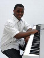 Tyree Jones: VOICE, PIANO,  SONGWRITING, SPECIALIZES IN R & B, POP, GOSPEL